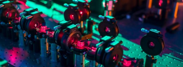 Quantum Device to Examine All Possible Futures